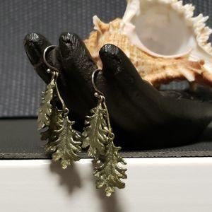 Silver Seasons kale earrings